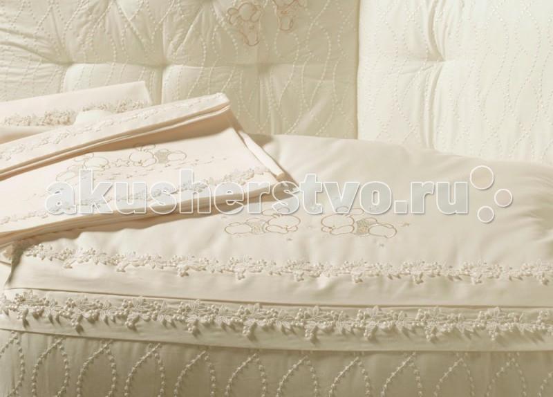 Одеяло BabyPiu Punto corallo из ткани пике с вышивкой для кроваткиPunto corallo из ткани пике с вышивкой для кроваткиРоскошь, красота, изящество - это те слова, которые описывают продукцию итальянской компании Baby Piu   Вышитые ткани из муслина из 100% хлопка и ткани Voile из 100% хлопка.  Использованны вышитые ткани из муслина для одеял и аксессуаров, а также вышитые ткани Voile для колыбелей.  Одеяло украшено двойным кругом из кружева Макраме.  Пододеяльник, вышитый отворот одеяла и постельное белье вышиты из атласа и хлопка.<br>