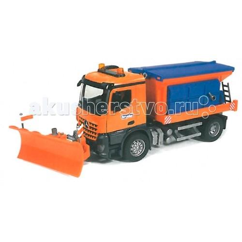Bruder Снегоуборочная машина MB ArocsСнегоуборочная машина MB ArocsBruder Снегоуборочная машина MB Arocs является одной из сложных и интересных игрушек. Несмотря на название, автомобилем легко пользоваться летом для игры в песочнице. В контейнер можно насыпать песок, нажать специальную ручку сзади контейнера и наслаждаться игрой.  Особенности: Модель 1:16 При движении снегоуборочной машины песок будет медленно рассыпаться из рассыпающего устройства.  Зеркала снегоуборочной машины складываются, водительская кабина откидывается (открывается доступ к двигателю), рассыпающее устройство и лестница опускается/поднимается.  Передний отвал регулируется в нескольких положениях - вверх/вниз, вправо/влево.  Колёса прорезинены.<br>