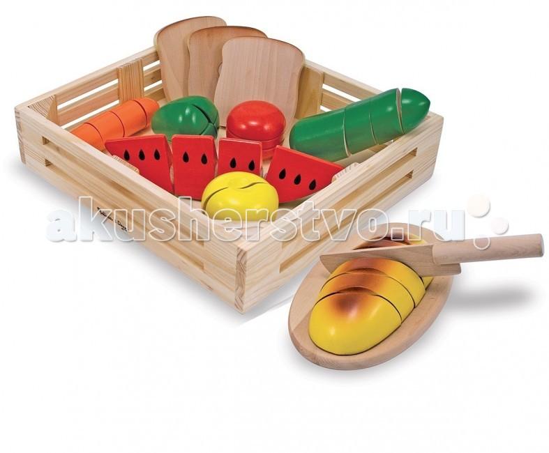 Деревянная игрушка Melissa &amp; Doug Готовь и играй Набор порезанных продуктовГотовь и играй Набор порезанных продуктовMelissa & Doug Готовь и играй Набор порезанных продуктов - этот красочный набор содержит восемь деревянных продуктов питания, которые можно нарезать на тридцать одну часть.   Еще в наборе доска для резки и деревянный нож. Когда Ваш ребенок будет старательно и аккуратно нарезать продукты для праздничного стола или семейного обеда, то услышит характерный режущий звук! Эта особенность делает игрушку еще более интересной и веселой!<br>