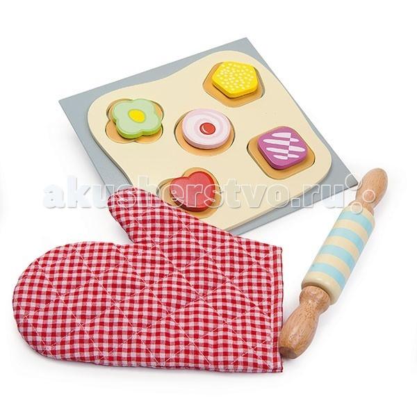 Деревянная игрушка LeToyVan Еда Испеки печенье сам c прихваткойЕда Испеки печенье сам c прихваткойLeToyVan Игрушечная еда Испеки печенье сам c прихваткой.  Игровой набор Испеки печенье сам, предназначена для детей от 3 лет. Мы предлагаем вашему вниманию новинку 2014 от английской компании Le Toy Van. Все элементы яркого и функционального набора выполнены из дерева. Размер основания 20 х 20 см. Мы все хотим, что бы наши дети легко адаптировались к современному ритму жизни. Этому способствует, в том числе, отработка повседневных навыков через игру. Дети учатся готовить, стирать, ухаживать за домом, делать покупки. А вы можете помочь ребенку в этом и рассказать о безопасности.  Сегодня детские сюжетно-образные игрушки создаются максимально похожими на настоящие. Представленный набор дополнит и разнообразит игры вашего ребенка на тему кулинарии.В набор входит основание размером 20 х 20 см. Форма нежно-желтого цвета с пятью отверстиями разной конфигурации. Пять печений разной формы, состоящие из двух частей. Нижняя часть печений похожа на настоящий бисквит. А верхняя у каждого печенья своя: желтый пятиугольник, сиреневый квадрат, зеленый цветочек, красное сердечко, розовый круг с ягодкой в центре.   Элементы соединяются друг с другом при помощи липучки. Их можно менять местами и тогда получатся совсем другие пирожные.Скалка в желто-голубу полоску с ручками цвета дерева. Большая стеганая варежка-прихватка в красно-белую клетку. Игрушка станет замечательным и практичным подарком для любого ребенка старше 3 лет. Привлекательный дизайн. Приятные на ощупь поверхности. Красивая подарочная упаковка.  Игровой набор Испеки печенье сам: основание серого цвета, размером 20 х 20 см форма с пятью отверстиями 5 печений разного цвета и формы скалка стеганая варежка-прихватка привлекательный дизайн, приятные на ощупь поверхности красивая подарочная упаковка.<br>