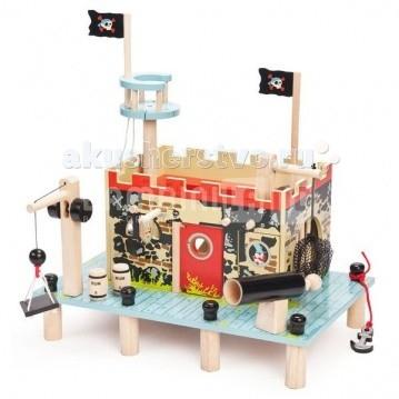 LeToyVan Пиратская крепость-фортПиратская крепость-фортLeToyVan Пиратская крепость-форт.  Очень интересный и красивый игровой набор Форт Пиратов - это большой пиратский дом. Любимая всем мальчишкам пиратская тема - это не только пиратские корабли, пираты и корсары, а также Пиратский форт - место для обороны, отдыха и пополнения запасов.Данный игровой набор очень интересен и увлекателен, так как состоит из множества аксессуаров для самой разнообразной игры.  Пристань размером 40 на 25 см стоит на 6 высоких сваях. На пристани выстраивается пиратский форт. С основного фасада: входная дверь открывается и закрывается; над решетчатым окном висит черный флаг с изображением пиратского корабля; рядом с входной дверью потайной вход в тюрьму для пленников, с торца большая тюремная решетка, которая может открываться и закрываться. С обратной стороны форта и торца - большие арочные проходы.  Внутреннее пространство пиратской крепости имеет галерею на стенах, лестницу, устанавливаются два пиратских черных флага с изображением черепов, а также воронье гнездо с веревочной лестницей и багор. Все эти элементы можно менять местами, как захочется. В полу сделаны две потайные дверцы: одна служит для побега, другая с сеткой для хранения награбленного. На пристани обязательно есть лебедка со съемной платформой на крючке для поднятия и опускания грузов лебедка работает за счет вращения оборонительная черная пушка, которая стреляет настоящими ядрами и якорь. Возле входа стоят две бочки с ромом.  Сам форт выполнен в типично пиратской тематике. Стены и пристань разукрашены под камень, нарисованы лица пиратов.Такие элементы, как пушка, лебедка, бочки с ромом, кронштейн с сеткой, воронье гнездо, флаги - могут быть переставлены местами в любом порядке, что позволяет ребенку каждый раз придумывать новые условия игры. Игровой набор Форт Пиратов может быть дополнен Пиратским кораблем и игровым ковриком Пират, а также куклами-пиратами Budkins или пиратскими фигурками фирмы Papo, Schleich.  Деревянны