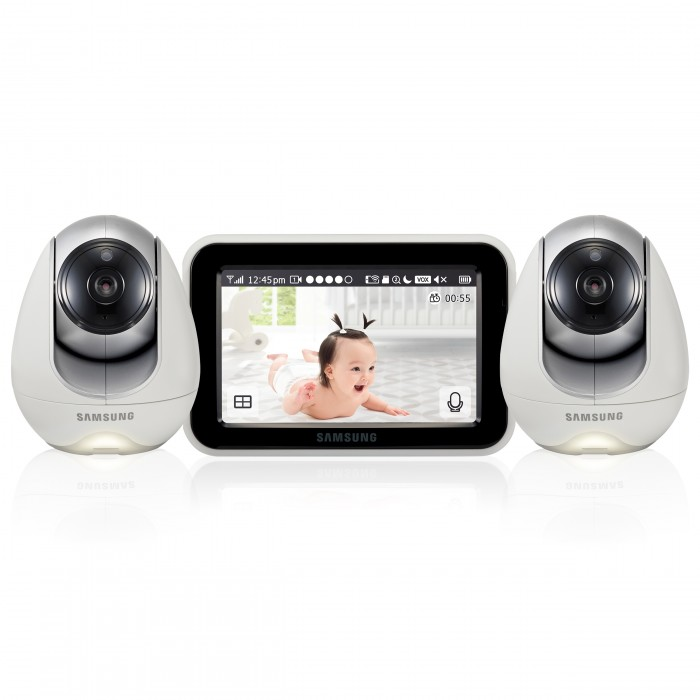 Samsung Видеоняня 2 камеры SEW-3053WPX2Видеоняня 2 камеры SEW-3053WPX2Samsung Видеоняня 2 камеры SEW-3053WPX2 с защищённой и стабильной связью, которая станет надёжной помощницей родителям для удаленного контроля малыша пока он спит или играет в детской комнате. Изделие изготовлено из тщательно подобранных и безопасных материалов. Видеоняня выполнена в великолепном дизайне, её приятно держать в руках, она удобна, функциональна и протестирована на самом современном оборудовании.  Следует особенно отметить, что производителем создана инфраструктура надёжного серверного оборудования, которое требуется для бесперебойной работы приложений на мобильных устройствах. Поэтому при использовании видеоняни Samsung SEW-3053WPX2 малыш находится под непрерывным контролем родителей на любом расстоянии и при любом количестве даже самых непреодолимых для обычной видеоняни преград между камерой и монитором.  В комплект входят 2 камеры. Изображение и звук с каждой с каждой камеры доступны на родительском блоке и в мобильном приложении при подключении к домашней Wi-Fi сети. Несколько камер удобны, если родители воспитывают двойню или ребенок регулярно спит и играет в разных комнатах. В таком случае исключается необходимость перемещать устройство. Изображение со всех подключенных камер можно вывести на мониторе одновременно благодаря функции разделения экрана.  Видеоняня от известного производителя Samsung SEW-3053WPX2 сочетает в себе два режима связи: FHSS и Wi-Fi. Первый обеспечивает надёжную прямую связь между родительским и детским блоками на расстоянии до 300 метров, а возможность подключения устройства к домашней беспроводной сети Wi-Fi позволяет наблюдать за ребенком из любой точки планеты при помощи бесплатного приложения для смартфона или планшета (iOS или Android). Подключение видеоняни к сети Wi-Fi существенно усиливает надёжность и безопасность присмотра за малышом внутри больших домов и квартир, даже при наличии нескольких стен и перекрытий между детским и родительским блока