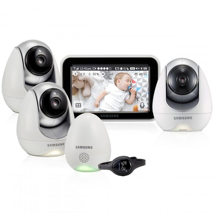 Samsung Видеоняня 3 камеры SEW-3057WPX3Видеоняни<br>Видеоняня Samsung 3 камеры SEW-3057WPX3 с защищённой и стабильной связью, которая станет надёжной помощницей родителям для удаленного контроля малыша пока он спит или играет в детской комнате. Изделие изготовлено из тщательно подобранных и безопасных материалов. Видеоняня выполнена в великолепном дизайне, её приятно держать в руках, она удобна, функциональна и протестирована на самом современном оборудовании.   С помощью дополнительного блока, который соединяется с камерой видеоняни, родители могут отслеживать состояние окружающей среды в детской комнате. Дополнительный блок оснащён датчиком пыли, гигрометром (измеряет влажность) и термометром. Благодаря тому, что датчики встроены не в саму камеру, а в отдельный блок, располагаемый на достаточном расстоянии, обеспечивается наиболее точное измерение, исключающее погрешность от работы камеры.    Следует особенно отметить, что производителем создана инфраструктура надёжного серверного оборудования, которое требуется для бесперебойной работы приложений на мобильных устройствах. Поэтому при использовании видеоняни Samsung SEW-3057WPX3 малыш находится под непрерывным контролем родителей на любом расстоянии и при любом количестве даже самых непреодолимых для обычной видеоняни преград между камерой и монитором.  В комплект входят 3 камеры. Изображение и звук с каждой с каждой камеры доступны на родительском блоке и в мобильном приложении при подключении к домашней Wi-Fi сети. Несколько камер удобны, если родители воспитывают двойню или ребенок регулярно спит и играет в разных комнатах. В таком случае исключается необходимость перемещать устройство. Изображение со всех подключенных камер можно вывести на мониторе одновременно благодаря функции разделения экрана. Температура, влажность и качество воздуха отображается только для одной из камер.  В комплектацию данной модели входит датчик условий окружающей среды (температура, влажность, качество воздуха) и наручные часы, кото