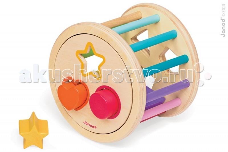 Сортер Janod Колесо с фигурамиКолесо с фигурамиJanod Сортер Колесо с фигурами.  Эта игрушка многофункциональна. Играя, ребенок повторяет основные цвета, формы, учится обобщать, считать и сортировать.Игрушка представляет собой два круглых диска с отверстиями разной формы, которые соединены при помощи разноцветных цилиндров разной длинны. Благодаря этому, диски расположены не параллельно друг к другу, и траектория движения конструкции получается не прямолинейной. Каждое отверстие по контуру обведено тем же цветом, что и деталь, которая для этого отверстия подходит. Используются основные цвета: зеленый, желтый, красный, оранжевый, синий, сиреневый.  Задача ребенка научиться сортировать элементы игрушки по цветам и форме. Фигурки легко входят в соответствующие отверстия, но только если подойдут по форме. А достать их можно через крышку в одном из дисков, которая держится при помощи магнитов. И кроме того, игрушка так весело катится, что делает процесс обучения радостным и увлекательным.Игрушка упакована в красивую подарочную коробку.Французский производитель Janod позаботился о том, что бы сделать эту игрушку максимально привлекательной и безопасной для малышей. Игрушка выполнена из дерева и окрашена безвредными красками на водной основе. Самые натуральные и безопасные игрушки для малышей и детей постарше премиум-класса.  Все игрушки и игровые наборы сделаны из натуральной древесины или картона. Безопасные для контакта с ребенком краски на водной основе Игрушки выставляют на международных выставках под маркой green toys зеленые игрушки, т.е. экологически безопасные Изысканный французский дизайн Превосходное качество - необыкновенно гладкая и приятная поверхность Нежное и красивое сочетание цветов Эксклюзивная подарочная упаковка.<br>