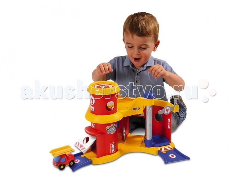 Smoby Пожарная станцияПожарная станцияТрек Smoby пожарная станция - прекрасный набор для юных спасателей.   В данном наборе представлена специальная пожарная станция, на которой принимается вызов. Спасатели, услышав сирену активируется специальной кнопкой, бегут к своим машинам, понимая, что каждая секунда на счету. Погрузившись в машину, водитель включает зажигание, сирену и выезжает с бокса.    Особенности:    С данным набором ребенку никогда не придутся скучать.   Здесь представлены большая трасса пожарной станции и, конечно же, быстрая пожарная машина с лестницей.   На трассе вас ждут лихие повороты, подъемы и спуски, воротца и прочие реалистичные атрибуты пожарной станции.   Также на вершине станции вы найдете посадочную площадку для размещения спасательного вертолета.<br>