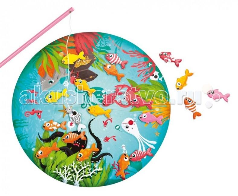Janod Игра магнитная Скоростная рыбалкаИгра магнитная Скоростная рыбалкаJanod Игра магнитная Скоростная рыбалка. Веселая настольная игра Скоростная рыбалка развивает внимательность и ловкость, порадует ребенка или даже целую компанию детей.   Правила игры: В игре могут участвовать до 4-х человек.На столе раскладывается игровое поле. На игровое поле выкладываются все рыбки. Каждый из игроков выбирает себе удочку. Ведущий вытягивает карточку с изображением рыбки. Кто быстрее найдет на поле и поймает магнитной удочкой рыбку такую же как на карточке - тот и выиграл. Побеждает игрок с наибольшим количеством найденных и пойманных рыбок. Рыбки между собой очень похожи, но все же есть отличия. Надо быть очень внимательным, чтобы не выловить похожую рыбку.   После игры все элементы набора можно аккуратно убрать в коробку. Крышка коробки закрывается на магните и имеет удобную ручку для переноски. Все элементы набора сделаны из очень качественных материалов, отличная цветопечать игрового поля и карточек. Данный набор входит в категорию развивающих настольных игр для детей и служит отличной подготовкой к школе - умение играть в команде, умение зрительно сопоставлять и находить одинаковые предметы, скорость действий, ловкость пальцев рук держать предметы небольшой толщины и манипулировать ими.  В комплект игрового набора входит: 1 игровое поле - большой круг диаметром 40 см, на котором нарисован подводный мир. Круг сделан из очень плотного картона, яркий красивый рисунок 4 удочки - деревянные, разноцветные, длинные, на конце магнитик 20 рыбок - очень похожих друг на друга 20 карточек - круглые карточки с изображением рыбок.<br>