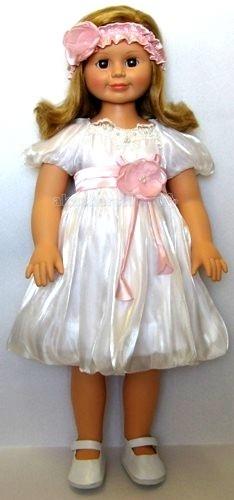 Весна Кукла Милана 8 70 смКукла Милана 8 70 смКукла Весна Милана 8 сразу понравится вашей дочке!   Особенности: На кукле одето красивое белое платье, а волосы украшает розовая повязка с розой.  Волосы у Миланы русые, длинные и прямые. Кукла выполнена целиком из винила, ручки, ножки и голова подвижны.  Глазки карие (не закрываются). Милана способна произносить от 5 до 8 фраз на русском языке!<br>