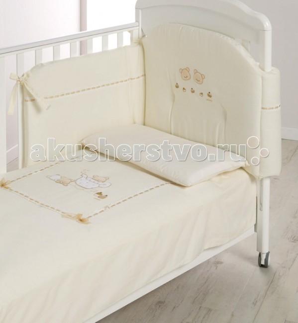 Комплект в кроватку Italbaby Pasticcini (5 предметов)Pasticcini (5 предметов)Белье Pasticcini (5 предметов) прекрасно подойдет для детской мебели ItalBaby. Гипоаллергенно, сертифицировано, стирка в стиральной машине.  Комплект может быть дополнен фирменными аксессуарами: колыбель, конверт на молнии, настольный абажур, плетеная корзина для аксессуаров, корзина для переноски.   Комплект из 5 предметов:  бампер простынь на резинке (на матрас 63х125 см) наволочка (40х60 см) стеганое одеяло  пододеяльник (100х130 см)  Состав: 100% хлопок.  Уход: стирка в стиральной машине.  Все белье гипоаллергенно, сертифицировано.<br>