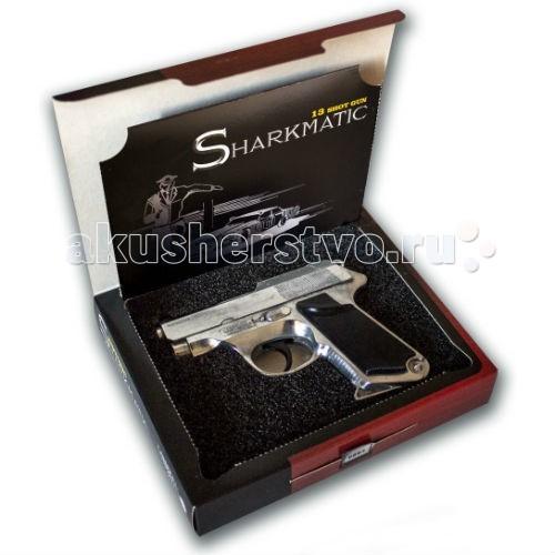 Edison Игрушечный Пистолет с пистонами Sharkmatic Historic-EditionИгрушечный Пистолет с пистонами Sharkmatic Historic-EditionEdison Игрушечный Пистолет с пистонами Sharkmatic Historic-Edition - это копия настоящего револьвера. Эту уникальную модель из ограниченной серии HISTORIC-Edition отличает от других игрушечных пистолетов следующее: ручная сборка и полировка, технические новинки, настоящая играбельность пистолета, уникальный номер модели (выгравирован сбоку) и de-luxe кейс.  Edison Giocattoli — итальянский производитель игрушечного оружия для социально-ролевых игр, развивающих в детях чувство справедливости, мышление, логику и активность.  Все игрушки этого производителя сделаны из качественных, сертифицированных материалов, не влияющих на здоровье ребенка.  Внимательно ознакомьтесь с инструкцией и соблюдайте меры предосторожности.  Ёмкость магазина: 13 пистонов  В комплекте: игрушечный пистолет, пистоны, подарочная упаковка.<br>