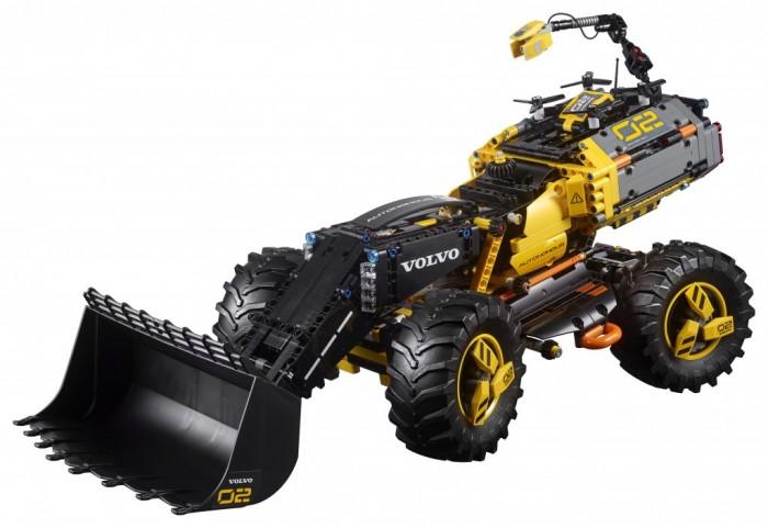 Конструктор Lego Technic 42081 Лего Техник Volvo колёсный погрузчик ZeuxLego<br>Конструктор Lego Technic 42081 Лего Техник Volvo колёсный погрузчик Zeux предназначен для детей от 10 лет.  Особенности:   Набор разработан совместно с компанией Volvo и оснащен множеством реалистичных деталей, в том числе классным разведывательным дроном Ты можешь регулировать противовес в соответствии с нагрузкой, управлять стрелой и ковшом как одновременно, так и по отдельности Погрузчик оснащается полноуправляемым шасси и отличается превосходной маневренностью Эта модель 2в1 имеет футуристичные колесные диски с массивными шинами и классическую цветовую гамму Volvo с набором наклеек для индивидуализации модели Когда захочется собрать что-нибудь новое, собери с помощью этого набора футуристичную модель Volvo — концептуальный самосвал PEGAX. В комплекте: 1167 деталей.