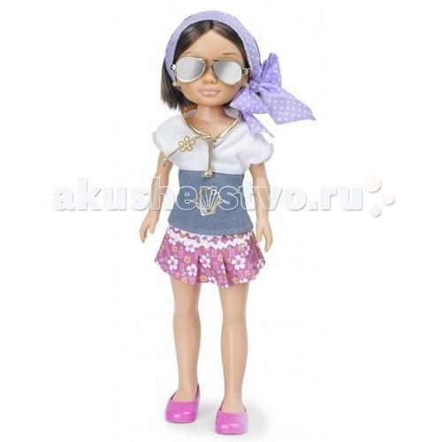 Famosa Кукла Нэнси на отдыхе Брюнетка в фиолетовом платкеКукла Нэнси на отдыхе Брюнетка в фиолетовом платкеКукла Famosa Нэнси на отдыхе Брюнетка в фиолетовом платке - любимица девочек, модница Нэнси, отправилась на отдых, а ты можешь путешествовать вместе с ней!   Густые волосы куклы можно расчесывать и заплетать в прически, а если придумать какую-то историю, которая могла произойти с Нэнси на отдыхе, то это поспособствует развитию фантазии и воображения.   Куклы Нэнси сделаны из высококачественных материалов, прошедших строгий контроль качества, они приятны на ощупь, у них «живые» аккуратно нарисованные лица и приятные черты. Игра с куклами развивает чувство стиля и мелкую моторику.   Приобретайте дополнительные игровые наборы, одежду и аксессуары, чтобы игра стала еще интереснее!   Высота куклы: 43 см<br>