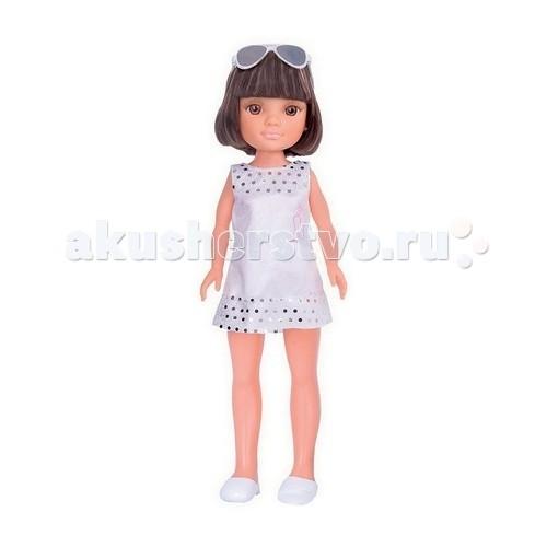 Famosa Кукла Нэнси с короткой стрижкой в белом платьеКукла Нэнси с короткой стрижкой в белом платьеКукла Famosa Нэнси с короткой стрижкой в белом платье - очаровательная кукла Нэнси в белом платье настоящая модница. Помимо модного костюма у нее есть очки с голубой оправой, а также аксессуары для волос.   Все предметы можно положить в удобную коробочку, внутри которой есть зеркальце и расческа.   В комплекте: 1 кукла Нэнси, очки, блеск, расческа с зеркальцем.   Кукла предназначена для детей от 3-х лет.<br>