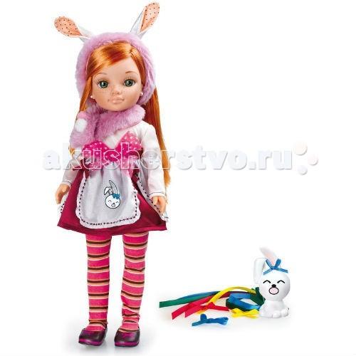 Famosa Кукла Нэнси и веселая радугаКукла Нэнси и веселая радугаКукла Famosa Нэнси и веселая радуга - эта сказка о волшебной радуге, лисах и зайцах, доброй дружбе и веселье. Именно в ней очутилась кукла Нэнси. А малыш заяц – ее лучший друг.   У этой Нэнси роскошный и необычный цвет волос. Как правило, Nancy – блондинка или русая, реже можно встретить куклу с темными волосами. Рыжим волосам куклы вторят очаровательные веснушки на ее лице. Такая подружка обязательно понравится вашей малышке.   Заслуживает отдельного внимания и костюм куклы: накидка с заячьими ушками, отделанная мехом, прекрасно дополняет юбочку с передником и восхитительные полосатые колготки. Нэнси – настоящая красавица!   В комплекте с куклой вы найдете ленточки всех цветов радуги. Украсьте ими накидку Нэнси или ее друга, а оставшиеся – уберите в ридикюль в виде зайца.  Кукла может стоять сама, у нее подвижные руки и ноги.<br>