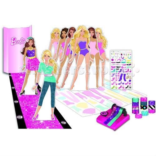 Fashion Angels Набор для творчества с картонными кукламиНабор для творчества с картонными кукламиFashion Angels Набор для творчества с картонными куклами - станет самой любимой игрушкой для Вашей маленькой модницы. Ведь теперь можно устраивать целые fashion-показы, в которых будут принимать участие Барби и ее подружки. Создавайте самые смелые и необычные комплекты одежды!  В комплекте: 6 картонных кукол-моделей – Барби и ее подруги, 12 рулонов мини-скотча, распределитель для скотча с безопасным резаком, 8 листов с нанесенными выкройками одежды (более 50 костюмов), лист с наклейками и картонная дорожка-подиум.  Для детей от 4 лет.<br>