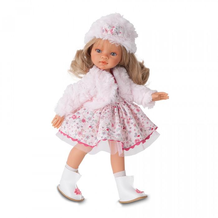Munecas Antonio Juan  Кукла Эмили зимний образ блонд 33 смКукла Эмили зимний образ блонд 33 смОчаровательные куклы-девочки Эмили - новые куклы, созданные испанским производителем Munecas Antonio Juan.  У девочек грациозные стройные фигуры и симпатичные лица, выполненные с тщательной прорисовкой деталей.   Выразительные глазки обрамлены длинными ресницами.   Густые шелковистые волосы легко расчесывать и делать различные прически.   Стильные наряды созданы испанским дизайнером.   Куклы изготовлены из высококачественного винила с добавлением силикона.   Куклы Antonio Juan Munecas существуют уже более 40 лет и пользуется заслуженной популярностью в Европе. Куклы производятся исключительно в Испании, из высококачественных материалов, безвредных для ребенка. Образы кукол разрабатываются ведущими Европейскими дизайнерами, они высокохудожественны, натуралистичны (девочки/мальчики), одеты в красивую современную одежду, сшитую из натуральных тканей. Упакованы в стильные фирменные коробки.  В наш век технического прогресса классические куклы Антонио Хуан, с милыми добрыми детскими чертами не перестают пользоваться популярностью, а способность разговаривать, смеяться и плакать делает их вполне современными и интересными даже для самых «продвинутых» деток.<br>