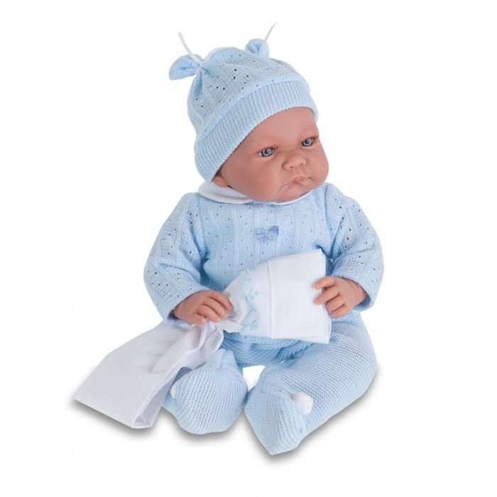 Munecas Antonio Juan  Кукла Нико в голубом озвученная 40 смКукла Нико в голубом озвученная 40 смКукла-младенец Нико выглядит совсем как ребенок. Она одета в костюмчик с шапочкой.  Личико сделано с детальными прорисовками. Образы малышей Мунекас разработаны известными европейскими дизайнерами. Они натуралистичны, анатомически точны, с подвижными ручками и ножками, копируют настоящих младенцев.  Малыш умеет разговаривать: нажмите на животик 1 раз - кукла засмеется, 2-ой раз - кукла скажет мама, 3-ий раз - скажет папа.   Кукла с виниловыми подвижными ручками, ножками и головой, и мягконабивным туловищем.   Кукла упакована в красивую подарочную коробку.  Куклы Antonio Juan Munecas существуют уже более 40 лет и пользуется заслуженной популярностью в Европе. Куклы производятся исключительно в Испании, из высококачественных материалов, безвредных для ребенка. Образы кукол разрабатываются ведущими Европейскими дизайнерами, они высокохудожественны, натуралистичны (девочки/мальчики), одеты в красивую современную одежду, сшитую из натуральных тканей. Упакованы в стильные фирменные коробки.  В наш век технического прогресса классические куклы Антонио Хуан, с милыми добрыми детскими чертами не перестают пользоваться популярностью, а способность разговаривать, смеяться и плакать делает их вполне современными и интересными даже для самых «продвинутых» деток.<br>