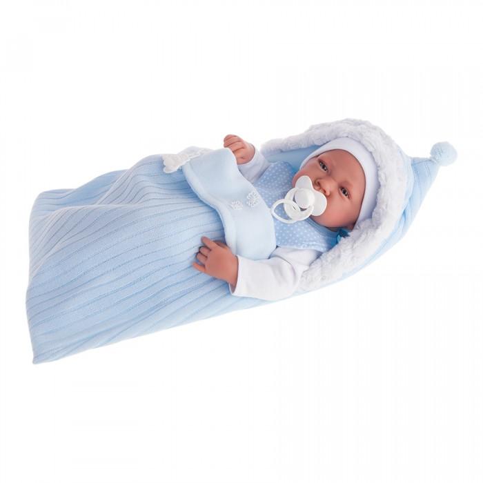 Munecas Antonio Juan  Кукла Хьюго 42 смКукла Хьюго 42 смКукла-младенец Хьюго выглядит совсем как ребенок. Она одета в костюмчик с шапочкой, дополнена конвертом.  Личико сделано с детальными прорисовками. Образы малышей Мунекас разработаны известными европейскими дизайнерами. Они натуралистичны, анатомически точны, с подвижными ручками и ножками, копируют настоящих младенцев.  Полностью изготовлены из высококачественного винила с покрытием софт тач, мягкого и приятного на ощупь.   Кукла упакована в красивую подарочную коробку.  Куклы Antonio Juan Munecas существуют уже более 40 лет и пользуется заслуженной популярностью в Европе. Куклы производятся исключительно в Испании, из высококачественных материалов, безвредных для ребенка. Образы кукол разрабатываются ведущими Европейскими дизайнерами, они высокохудожественны, натуралистичны (девочки/мальчики), одеты в красивую современную одежду, сшитую из натуральных тканей. Упакованы в стильные фирменные коробки.  В наш век технического прогресса классические куклы Антонио Хуан, с милыми добрыми детскими чертами не перестают пользоваться популярностью, а способность разговаривать, смеяться и плакать делает их вполне современными и интересными даже для самых «продвинутых» деток.<br>