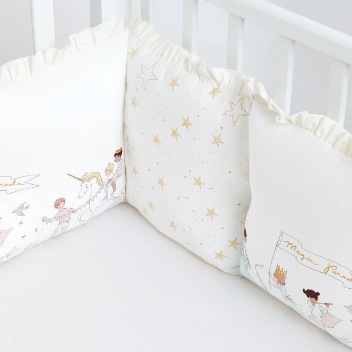 Бортик в кроватку Colibri&Lilly защитный Magic Parade 120х60Бортики в кроватку<br>Бортик в кроватку ColibriLilly защитный Magic Parade 120х60, выполненный из материала перкаль, на весь периметр кроватки со спальным местом 120х60 см. Бортик состоит из 12 отдельных подушек. Каждая подушка имеет съемный чехол, что делает бортик удобным для стирки. Высота бортика - 28 см.  Перкаль - это высококачественная хлопковая ткань, отличающаяся большой плотностью переплетения нитей, что придает ткани практичность, износостойкость и долговечность. Ткань обладает отличными гигиеническими свойствами, присущими хлопку – гигроскопичностью,воздухопроницаемостью и гипоаллергенностью.  Холлофайбер - безопасный и гипоаллергенный материал, не крошится, не дает усадки, формоустойчив (бортик плотно прилегает к кроватке, не прогибается), воздухопроницаемый, долговечный.  Состав: перкаль (100% хлопок), наполнитель-полиэфирное волокно (холлофайбер). Рекомендации по уходу: Чехлы бортика перед первым использованием выстирать при температуре 30-40°С, предварительно вывернув на изнаночную сторону. В дальнейшем применять режим деликатной стирки при температуре 30-40°С с использованием моющих средств для цветного белья. При стирке не использовать средства, содержащие отбеливатели (хлор). Гладить с лицевой стороны.