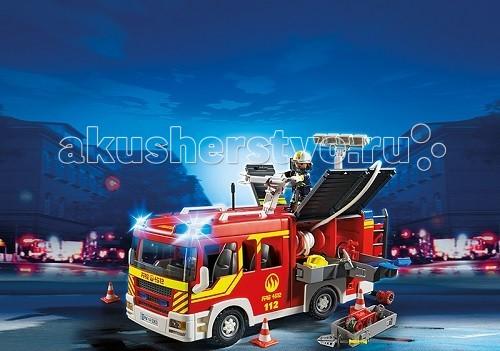 Конструктор Playmobil Пожарная служба: Пожарная машина со светом и звукомПожарная служба: Пожарная машина со светом и звукомПожарная служба: Пожарная машина со светом и звуком - большая пожарная машина с новой формой кабины, в которую вмещается 4 пожарных.  Будка автомобиля открывается с двух сторон, там расположено много разных аксессуаров.   С боков крепятся пожарные шланги и водяная пушка, с помощью которой, подсоединив шланги можно тушить пожар на большом расстоянии.  Вода, выпущенная под напором, быстро собьет пламя, и игровые наборы Playmobil помогут справиться с огненной стихией.   Сверху на машине стоит пожарный и крепит водяную пушку.  У команды есть веревки и топоры, которыми растаскиваются горящие бревна.  Работа пожарных отлажена, каждая минута промедления может стоить дорого, поэтому ребята из команды работают дружно. В набор от Playmobil вошла пожарная машина с аксессуарами для тушения пожара и фигурка пожарного, а так же водяная пушка. Ребенок подгонит машину к месту пожара, достанет водяную пушку, закрепит ее на крыше автомобиля и включит кран.   Машину можно поставить в любое место, оградив подъезд дорожными знаками. Конструкторы научат ребенка быть внимательным и любознательным, развивают ответственное отношение к обращению с огнем и причинно-следственные понятия.  Продукция сертифицирована, экологически безопасна для ребенка, использованные красители не токсичны и гипоаллергенны.<br>