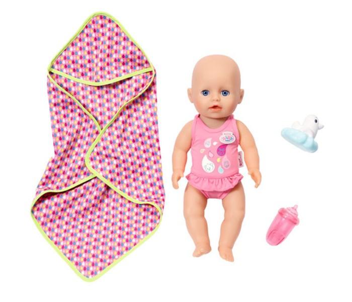 Zapf Creation Baby born Кукла для игры в воде 32 смКуклы и одежда для кукол<br>Zapf Creation Baby born Кукла для игры в воде 32 см непременно приведет в восторг вашу малышку.  Только взгляните, эта очаровательная малышка Бэби Борн выглядит совсем как настоящий ребенок. Игра в дочки-матери будет очень реалистичной и невероятной интересной.  Особенности: Кукла сделана из специального водонепроницаемого материала, поэтому ее можно купать Она выглядит как настоящий ребенок, у пупсика большие голубые глаза, пухлые румяные щечки, розовые губки, подвижные ручки и ножки Одета она в очаровательный розовый купальник с яркими разноцветными капельками на груди и баской на талии.  В комплекте: Большое пестрое полотенце Резиновая уточка для игры в ванной Бутылочка.