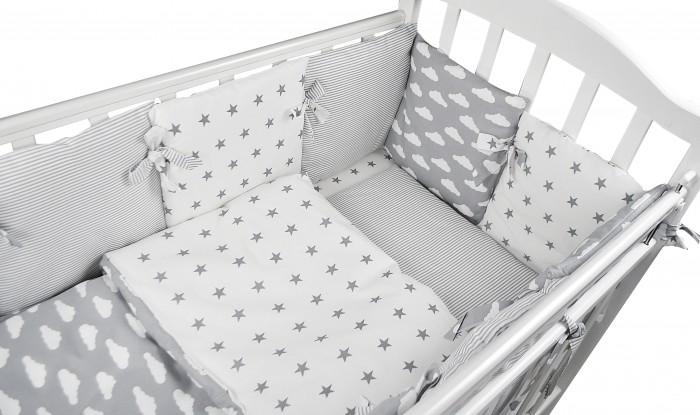 Комплект в кроватку Forest для овальной кроватки Sky (18 предметов)Комплекты в кроватку<br>Комплект в кроватку Forest Sky (18 предметов) с бортиками-подушками, изготовлен из 100% натуральных тканей, прекрасно подойдет для кроватки малыша. Создаст уютную и приятную обстановку для крепкого и здорового сна малыша.   Особенности:  •  Изготовлен из 100% натуральной ткани •  Комплект универсальный и подходит к любой кроватке   В комплекте:  •  простынь на резинке для овального матраса 110х170 см (для кроватки размером 125х75 см) •  простынь на резинке для круглого матраса  •  наволочка 40х60 см •  пододеяльник 110х140 см •  12 подушек-бортиков - 35*35 см •  Одеяло •  Подушка