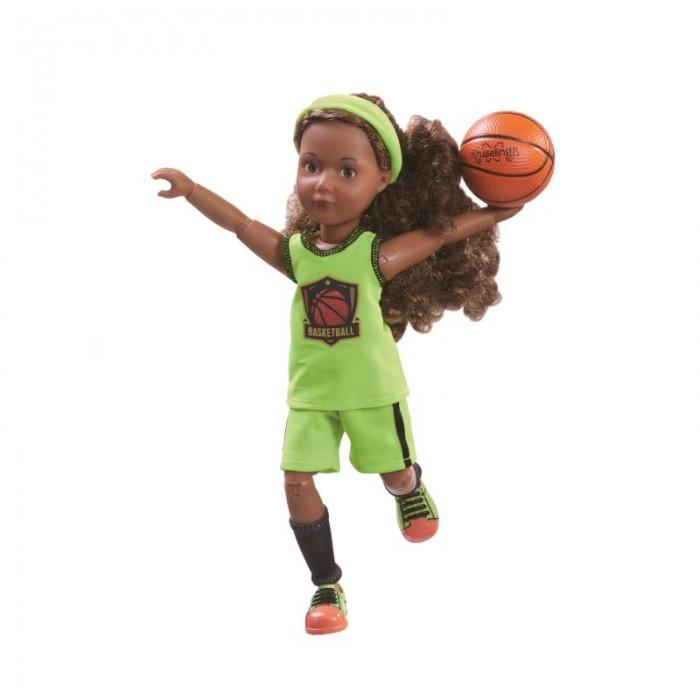 Kruselings  Кукла Джой баскетболистка 23 смКуклы и одежда для кукол<br>Kruselings Кукла Джой баскетболистка 23 см  Кукла Джой в спортивной одежде для баскетбола. На кукле салатовая спортивная форма, гетры, повязка на голову и кроссовки.   Благодаря шарнирам, кукла имеет 13 точек артикуляции.  В комплект входит: мяч расческа   брошюра