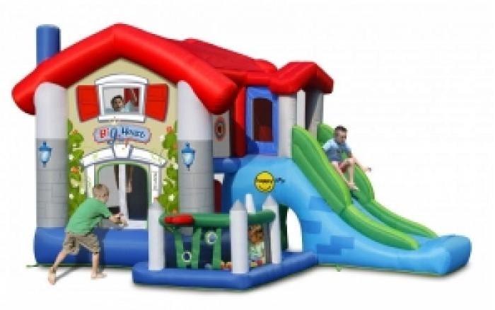 Happy Hop Надувной батут 9515Надувные батуты<br>Happy Hop Надувной батут 9515 игровая модель для детей любого возраста. Установить можно как на детской площадке общего пользования, так и на дачном участке.   Размеры прыжковой поверхности: 185x185 см Высота защитной сетки ограждения: 107 см Размеры горки: 164x87 см Высота площадки горки: 120 см Ширина внутренней скользящей поверхности горки: 57 см  Вес: 28 кг Допустимая нагрузка: 181 кг  Допустимое количество детей для игры на батуте одновременно не более 4-х человек (вес каждого ребенка не должен превышать 45 кг)