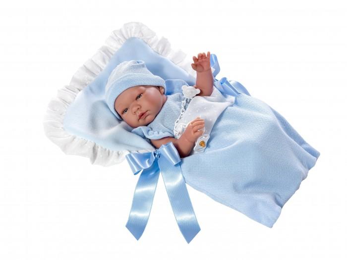 ASI Кукла Пабло 43 см 363601Куклы и одежда для кукол<br>ASI Кукла Пабло 43 см 363601 это кукла, созданная на основе фабричной куклы-младенца, внешний вид которой максимально, насколько это возможно, напоминает живого младенца. Миловидное детское личико: блестящие голубые глазки с пушистыми ресничками, кругленькие щечки  с румянцем, курносый носик, нежно-розовый приоткрытый ротик. Младенец выполнен с детальной точностью всех физиологических особенностей новорожденных малышей. Ручки, ножки, пухленькие пальчики, крошечные ноготочки, прелестные детские складочки, ямочки на коленках - точная копия грудничка.  Кормить пупсика из бутылочки, вывозить на прогулку, наряжать и заботиться - всё это будет доставлять вашему малыши огромное удовольствие. Вместе со своим пупсиком ваш малыш легко и с интересом обучится первым гигиеническим навыкам:  расчесыванию волос, мытью ручек, пользованию зубной щеткой и горшком. Развивается воображение, творческие способности, ребёнок проживает эмоции. Одевание и раздевание куклы особенно интересно и полезно для малыша так как при этом он запомнит, в какой очередности нужно надевать одежду. Все эти умения он затем с успехом применит в реальной жизни. Помимо этого, игра с пупсиком поможет пополнить словарный запас новыми словами. Дополнительные кукольные аксессуары (одежда, кроватка, коляски, домик и др.) позволяют детям лучше ориентироваться в нашем мире.  О пупсике: рост 43 см выполнен из винила с покрытием soft touch, можно купать имеет половые признаки без волос есть Сертификат о Рождении, который молодая мамочка заполняет сама одет в голубой комбинезон и шапочку такого же цвета в комплекте: пустышка с держателем в виде мишки, конверт голубого цвета с оборками и атласными лентами упакована в фирменную, подарочную коробку