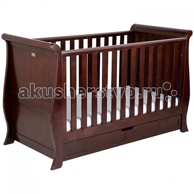 Детская кроватка Silver Cross DorchesterDorchesterСтильная детская мебель с отделкой из темной вишни высокого качества. Гармоничная кровать Dorchester смотрится невероятно красиво в сочетании со слегка изогнутой спинкой. Дизайн кроватки разработан таким образом, что ее можно использовать для детей разных возрастов. По Вашему желанию она легко трансформируется из кроватки для новорожденного с тремя уровнями установки дна в стильное решение для более взрослого ребенка. В кроватке Dorchester сон вашего малыша будет спокойным и сладким, а ее лаконичный дизайн идеально впишется в интерьер комнаты.  Вместительный нижний ящик во всю длину кровати является дополнительным преимуществом данной модели. Кроватка также оснащена специальной рейкой для прорезывания зубов-как раз когда первые зубки вашего малыша на подходе!  Характеристики: кроватка подходит детям от самого рождения до 10 лет изготовлена из экологически чистых материалов - цельная древесина (сосна) крепежные узлы – пластик и металл покрытие – краска на нитроцеллюлозной основе и полировка, противоалергеновое покрытие удобные размеры надежная конструкция из цельной древесины прекрасная отделка из темной вишни высокого качества трансформирующаяся конструкция - решетчатые бортики можно легко снять, когда ребенок повзрослеет, и тогда кроватка превратиться почти что во взрослую кровать высота регулируется в 3-х положениях по мере роста ребенка выдвижной ящик с двумя отделениями во всю длину кроватки поверхность безопасна для режущихся зубов ребенка стальная пластинка с фирменным логотипом Silver Cross  Общие размеры:   спального места (дхш) 140x70 см внешние (дхшхв) 160x76x100 см<br>