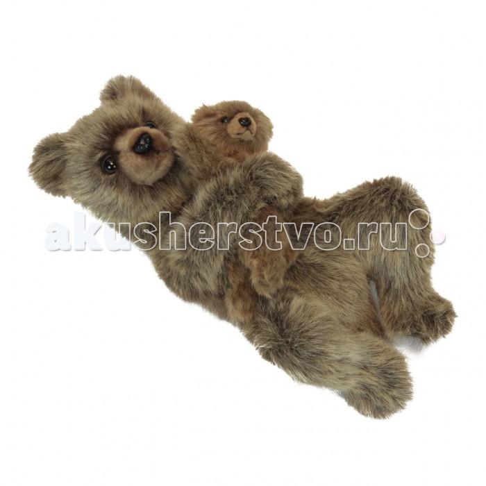 Мягкая игрушка Hansa Медведица с медвежонком 33 смМедведица с медвежонком 33 смМягкая игрушка Hansa Медведица с медвежонком 33 см - это очаровательная игрушка, которая максимально точно копирует оригинал. Она изготовлена из высококачественных материалов.  Игрушки Hansa изготовлены из искусственного меха очень приятного на ощупь, внутри имеют титановый каркас. Наличие каркаса позволяет изменять положение лап и туловища, а также поворачивать голову. Игрушки полностью копируют оригинал и могут быть выполнены в натуральную величину. На крупно габаритных игрушках ослик, лошадка и проч., размером от 1 м можно сидеть верхом.  Благодаря прочному каркасу, они выдерживают вес до 65-70 кг.  Компания Hansa была основана в 1972 году на Филиппинах мистером Хансом Акстельмом и в прошлом году отметила свой 40 летний юбилей. 7 мировых обществ охраны природы признали мягкие игрушки фирмы Hansa самыми натуралистичными моделями животных.  Мягкие игрушки Hansa: абсолютно реалистичные жирафы, слоны, коалы и медведи, изготовленные из экологически чистых материалов, сертифицированные как детские игрушки, могут так же стать великолепным украшением любого интерьера – от оформления комнаты до торгового зала, офиса, ресторана, шоу-программы или праздничной вечеринки.  Игрушки Hansa идеальны для модных интерьеров в африканском или японском стиле. Благодаря своей реалистичности игрушки Hansa имеют огромное природоохранное значение - они позволяют любоваться дикими животными, сохраняя им жизнь. Отдельная линия анимированных декоративных композиций дает возможность создавать эффектные экспозиции для выставок, презентаций, витрин и проч. Мягкие анимированные игрушки нередко делаются на заказ, для конкретных интерьеров и событий. В ассортименте Hansa игрушки более 3000 наименований: от райских птичек и мышей 5 см до слонов и жирафов 4.5 м.<br>