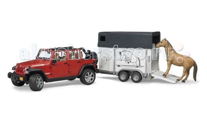 Bruder Внедорожник Jeep Wrangler Unlimited Rubicon c прицепом-коневозкойВнедорожник Jeep Wrangler Unlimited Rubicon c прицепом-коневозкойBruder Внедорожник Jeep Wrangler Unlimited Rubicon c прицепом-коневозкой – это модель известного и популярного в сельской местности внедорожника.   Особенности: Крышу внедорожника можно снять – получается летний вариант с задними дугами. Дверь водителя и пассажиров (4 боковых двери) и задняя двери открываются и снимаются. Заднее сиденье снимается и внедорожник превращается в удобный автомобиль для перевозки грузов. Капот поднимается и крюком фиксируется в верхнем положении. К задней двери внедорожника прикреплено запасное колесо. мПередние колёса поворачиваются рулём. Ко дну джипа прикреплен дополнительный руль-рычаг для удобства управления, при этом дополнительный руль проходит через крышу наружу, поэтому руки будут свободны для управления машиной. Передние колёса поворачиваются рулём. Передняя и задняя оси оснащены амортизаторами. Фаркоп. Прицеп-коневозка оснащена небольшими окнами и тягово-сцепным устройством.  Задний борт коневозки откидывается и превращается в настил.  Колёса обеих игрушек прорезинены.  В наборе внедорожник, прицеп-коневозка, лошадь (лошадь бывает трёх расцветок).<br>