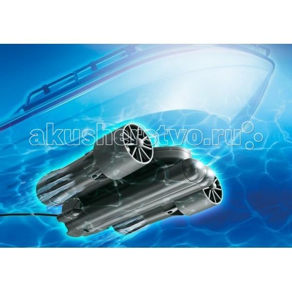 Playmobil Подводный моторПодводный моторPlaymobil Подводный мотор радиоуправляемый.  Особенности: С мотором ты можешь не только запустить лодку или корабль, но и управлять его курсом. Совместим с большинством лодок и кораблей Playmobil.  Для работы требуется 1 батарейка 9-V и 6 батареек 1,5-V, в комплект не входят. Каждый корабль может быть улучшен с помощью р/у подводного мотора (при условии соответствующего символа на корпусе).  Подводный двигатель управляется удалено в частотном диапазоне 2,4 ГГц  Безопасность механизмов: Контрольная лампочка ручной передатчик Если батарея переносного передатчика садится свет на верхнем светодиоде переключится с зеленого на красный. Контрольная Лампочка Двигатель Если батарея мотора садится светодиод ручного передатчика переключится с зеленого на красный. (второй сверху). Контрольная Лампочка Радиосвязь Если радиоконтакт в подводном двигателем ослабится ниже критического уровня светодиод переключится с зеленого на красный (третий сверху). Если красный свет будет проигнорирован, и контроль над судном потерян из-за низкого заряда батареи портативного передатчика или отсутствия радиосвязи, мотор переключается в автоматический режим и судно будет плавать по кругу.<br>