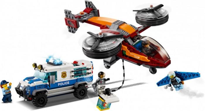Конструктор Lego City 60209 Police Воздушная полиция: кража бриллиантовLego<br>Lego City 60209 Police Воздушная полиция: кража бриллиантов  Бери свое снаряжение и присоединяйся к силам Воздушной полиции LEGO® City! Садись за руль бронированной машины полиции, чтобы перевезти драгоценности.   Эй, что это за шум? Кто-то забрался на крышу и пытается украсть твой груз! Спикируй вниз на крылатом реактивном ранце и помешай воришкам сбежать на вертолёте!   Сможешь ли добраться до них, прежде чем они скроются с добычей?