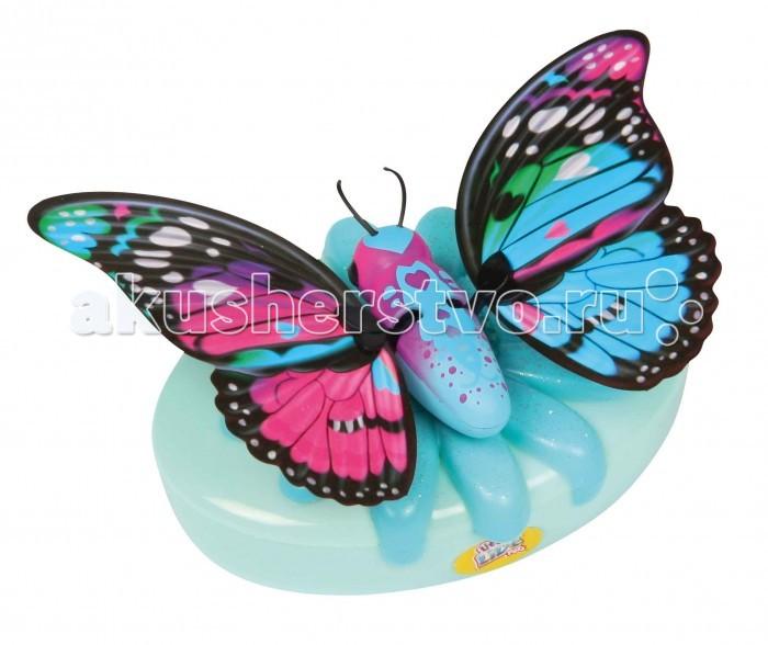 Little live Pets Игрушка Бабочка НочницаИгрушка Бабочка НочницаБабочка Little live Pets Ночница выглядят совсем как настоящие: они умеют трепетать и махать крылышками.. Играя с бабочкой, вы услышите звуки хлопающих крыльев.  Особенности: Бабочка может сидеть не только на руке, но и на окне или любой гладкой поверхности с помощью специальной присоски, которую вы найдете в комплекте.  Необычная питомица работает от 2 батареек АА (нет в комплекте).  Бабочка может подзаряжаться с помощью специального аккумулятора в виде цветка.  Рекомендуется использовать обычные батарейки, а не аккумуляторы В серии бабочек Little live Pets вы найдете разных питомиц, у каждой из которых есть свои индивидуальные особенности: дикая, стильная, необычная, дерзкая, нежная, королевская, космическая и драгоценная бабочки.   В комплекте: 1 бабочка 1 зарядное устройство присоска<br>