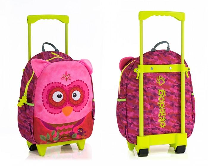 Okiedog Сумка-тролль на колесах СоваДетские чемоданы<br>Okiedog Сумка-тролль на колесах Сова  Отправляясь с ребёнком в путешествие, не забудьте предусмотреть удобную сумочку и для его вещей. Например, эта модель точно понравится девочкам, ведь корпус изделия выполнен в красивом розовом цвете, но главной изюминкой все же является декоративная мордашка совы на лицевой части.  Особенности: В распоряжении детей появится очень необычная сумка с портретом забавной совы на лицевой части Яркий дизайн и смешная мордашка с торчащими ушками сразу привлекут к изделию внимание маленьких модниц, и они с удовольствием разместят свои вещи внутри сумочки Застегивается сумочка на плавную надежную молнию, ее корпус не промокает, загрязнения легко отстирываются теплой водой Изделие достаточно вместительное, по бокам есть 2 дополнительных кармашка, а носить сумочку можно за широкую петельку Также сумку можно катить за собой благодаря вращающимся колесикам на корпусе, держась при этом за удобную, регулируемую ручку Изделие может устойчиво стоять в вертикальном положении, оно выполнено из прочного двухслойного материала без соединительных швов, который не содержит вредных добавок Аксессуар не потеряет со временем первоначальный яркий цвет, так как окрашен сертифицированными и очень стойкими красителями