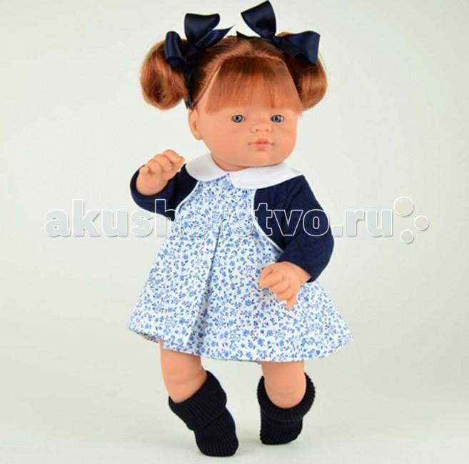 ASI Джулия 36 см 241740Джулия 36 см 241740Кукла ASI Джулия 36 см 241740 - станет украшением любой кукольной коллекции.  Чудесная и очень нарядная куколка Джулия не оставит к себе равнодушным ни детей ни взрослых!  Джулия имеет оптимальный и самый удобный для игры размер - 36 см. Она полностью сделана из винила. Ее можно купать.  У куклы Джулии забавное веснушчатое личико, пухлые губки и выразительные глаза-бусинки, огненно-рыжие волосы, собранные в два озорных хвостика и украшенные темно-синими бантами под цвет стеганой кофточки и платья в синей цветочек с белым воротничком.  Особенности: Пупсик ASI сделан очень качественно.  Без запаха.  Производство Испания. Используется безопасный твердый винил.  Видна прорисовка мельчайших подробностей тела, рук и ног.<br>