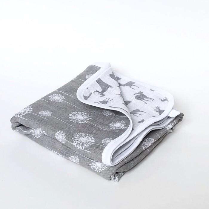 Одеяло MamaPapa двустороннее муслиновое Одуванчики/Олени 80х80 смОдеяла<br>Одеяло MamaPapa двустороннее муслиновое Одуванчики/Олени 80х80 см с принтами с обеих сторон для сна в кроватке, коляске, автокресле.  Изготовлено из четырёх слоев 100% американского муслинового хлопка премиум качества. Одеяло невероятно мягкое и невесомое, с каждой стиркой становится нежнее и мягче, подходит для выписки новорожденного и до 3-х лет.  Идеально для подарка родным и близким к появлению на свет крошки! Бережно упаковано в фатиновый мешочек!  Характеристики: 100% американский муслиновый хлопок ручная работа авторский принт безупречное качество произведено в России