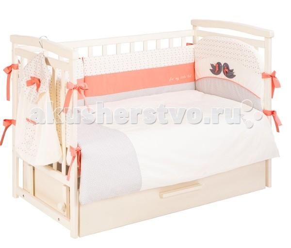 Комплект в кроватку Putti Baby Bird 120х60  (6 предметов)Baby Bird 120х60  (6 предметов)Комплект для кроватки Putt Baby Bird – это качество, яркий дизайн и комфорт для малыша.   Особенности: Материал качественный и экологичный Выполнен в выдержаном дизайне Аккуратная аппликация  Швы качественные, отлично прострочены Допустима машинная стирка в деликатном режиме Мягкие борта защищают от ударов Комплект подходит к кроваткам с размером ложа 120х60см Продукция бренда Путти изготовлена из натуральной хлопковой ткани – прочного и при этом приятного на ощупь сатина. В качестве декора использована техника комбинирования цветов, вышивка и аппликация в виде милых птичек. В качестве мягкого наполнителя для бампера и одеяла, подушки используется экологичное волокно, которое обладает отличной теплоизоляцией, очень эластичное и долгое время сохраняет достойный внешний вид. Для удобства секции бампера фиксируются на завязочках. Швы и строчки расположены таким образом, чтобы не вызывать у малыша дискомфорта, при этом белье сшито так, чтобы сохраняло свою целостность во время стирки.  В комплекте: Подушка 60х40 см Наволочка 60х40 см Одеяло 135х100 см Пододеяльник 135х100 см Защита по периметру кроватки 360 см Простыня на резинке на матрас размером 120х60 см<br>