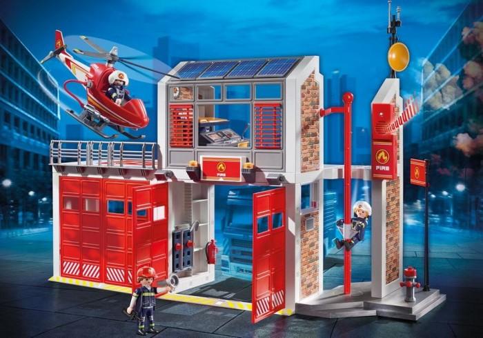 Конструктор Playmobil Пожарная станцияКонструкторы<br>Playmobil Пожарная служба Пожарная станция имеет современное оснащение: вертолетную площадку с вертолетом, гараж с огромными дверями для выезда пожарных машин, спутниковую связь, громкую сирену, диспетчерскую, где есть два спальных места, стол со стулом.   Дежурный диспетчер на пожарной станции днем и ночью смотрит, все ли в порядке в городе. Он держит в руках рацию, на столе у него 2 папки с документами, где фиксируются все чрезвычайные ситуации.   На вертолетной площадке готов к вылету пожарный вертолет с летчиком на борту. На летчике специальный шлем с микрофоном.  Но вот поступает телефонный звонок в диспетчерскую. Диспетчер нажимает кнопку и звучит тревожная сирена. (Для ее работы требуются батарейки ААА 2х1,5V, которые в комплект не входят.)   Пожарные съезжают вниз по специальному шесту, потому что так быстрее. Летчик садится в вертолет и вылетает на место происшествия. Пожарные оперативно садятся в пожарный автомобиль, его можно приобрести дополнительно. Все наборы данной серии совместимы между собой.  Играя данным набором, дети смогут проявить фантазию и придумать свою историю про спасателей.   Особенности: В наборе: 3 фигурки пожарных, станция, вертолет. Руки, ноги, голова фигурок подвижные, в руках можно размещать аксессуары, которые легко фиксируются в пазы. Аксессуары: флаг, стол и стул для диспетчера, пожарный гидрант, огнетушитель, 2 папки, лопата, метла, 2 топора, рация, камера, телефон, фонарик, кепка, вертолетный и пожарный шлем, 1 пара перчаток.
