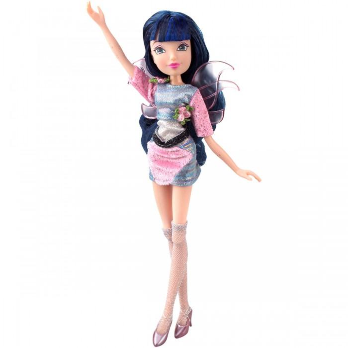Феи Винкс (Winx Club) Кукла Wow Лофт МузаКуклы и одежда для кукол<br>Феи Винкс (Winx Club) Кукла Wow Лофт Муза - устроить настоящий концерт и хорошенько повеселиться тебя научит эта озорная фея – Муза. Она не только обладает невероятной харизмой, но и превосходно поет. Используя аксессуары из набора можно организовать ее сольный концерт для других игрушек или показательное выступление для друзей.  Особенности: Кукла «Муза» выполнена в виде одноименной феи, которая и стала прототипом для создания данной игрушки. Она обладает соответствующей внешностью и идентичным цветовым исполнением. Данная кукла приурочена к выходу мультсериала - «Мир Винкс», в котором уже известные многим школьницы-волшебницы отправляются на поиск настоящих талантов. В этом с виду простом деле им придется столкнуться с различными сложностями жизни в обычном мире, где нужно тщательно скрывать свои способности, а также противостоять новым хитроумным злодеям. Свое название серия получила благодаря специальному шоу «Wow», которое девочки организуют для поиска талантливых ребят. Муза является настоящей певицей. Она обожает выступать и является феей музыки и гармонии. Внешность куклы тщательно проработана, как и ее костюм, что делает игру с ней интересной и крайне реалистичной. В комплекте с куклой вы также найдете стойку для микрофона, микрофон и наушники, которые получится использовать в процессе игры. Благодаря подвижным конечностям, кукла может принимать разнообразные реалистичные позы во время игры. Это возможно из-за использования специальных шарнирных соединений. Крылья феи едва заметны, поэтому она с легкостью сможет выдавать себя за обычную девочку. Игрушка изготовлена из ударопрочных и высококачественных материалов, ее одежда аккуратно сшита, а лицо детально прорисовано.