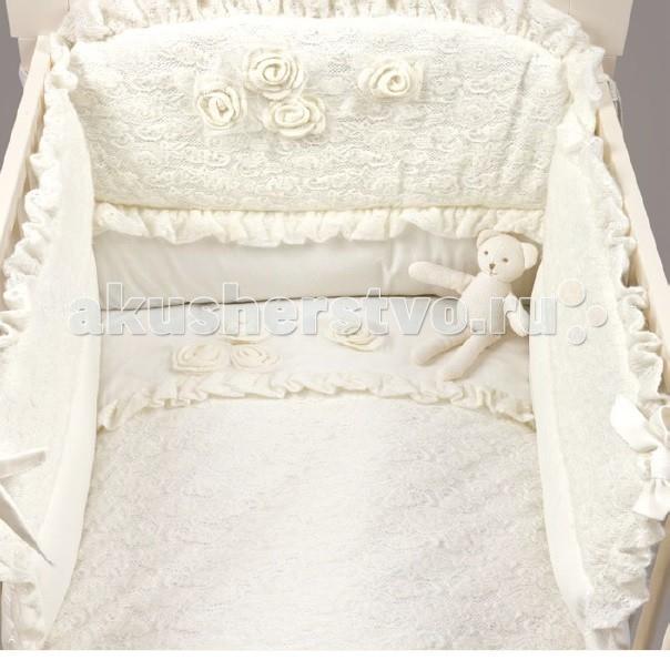 Комплект в кроватку Picci Mimmi (3 предмета) D1230-09Mimmi (3 предмета) D1230-09Комплект в кроватку Picci Mimmi - постельное белье для Вашего малыша, выполнено по современным технологиям с использованием натуральных материалов, что характеризует качество продукции Picci. Постельное белье создаст уют Вашему малышу и подарят ему спокойные и приятные сны.  Прекрасный и стильный комплект постельного белья, украшенный вышивкой с цветочным рисунком, а также кружевом ручной работы. Стразы, которые добавлены к общему узору делают комплект нарядным и волшебным. Такое белье позволит украсить детскую кроватку, а сам материал комплекта не рвется и не усаживается, вышитый рисунок не линяет. Стоит отметить, что вышивка размещена таким образом, чтобы не мешать сну малыша и вместе с тем ее хорошо видно, поэтому декоративные элементы сразу легко заметить. Все детали комплекта изготовлены по современным технологиям, с использованием исключительно натуральных материалов.  Основные характеристики: изысканный дизайн элитная коллекция комплект отличается высоким качеством пошива бельё полностью безопасно и гипоаллергенно благодаря устойчивым красителям, белье сохраняет насыщенность красок и безупречный вид после стирки материалы не раздражают нежное тельце ребенка, и не доставляют ему неудобств удобство и простота в использовании бампер предохраняет от ушибов о стенку кроватки качество материала обеспечивает лёгкость стирки и долговечность в комплекте одеяло-покрывало, наволочка, бампер  Материалы: состав - 100% хлопок одеяло-покрывало с синтепоновым наполнением изготовлен из материала самого высшего качества и только из натуральных тканей<br>