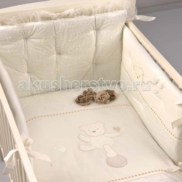 Комплект в кроватку Picci Mimmi (3 предмета) D1430-09Mimmi (3 предмета) D1430-09Комплект в кроватку Picci Mimmi - постельное белье для Вашего малыша, выполнено по современным технологиям с использованием натуральных материалов, что характеризует качество продукции Picci. Постельное белье создаст уют Вашему малышу и подарят ему спокойные и приятные сны.  Основные характеристики: изысканный дизайн элитная коллекция комплект отличается высоким качеством пошива бельё полностью безопасно и гипоаллергенно благодаря устойчивым красителям, белье сохраняет насыщенность красок и безупречный вид после стирки материалы не раздражают нежное тельце ребенка, и не доставляют ему неудобств удобство и простота в использовании бампер предохраняет от ушибов о стенку кроватки качество материала обеспечивает лёгкость стирки и долговечность в комплекте одеяло-покрывало, наволочка, бампер  Материалы: состав - 100% хлопок одеяло-покрывало с синтепоновым наполнением изготовлен из материала самого высшего качества и только из натуральных тканей<br>