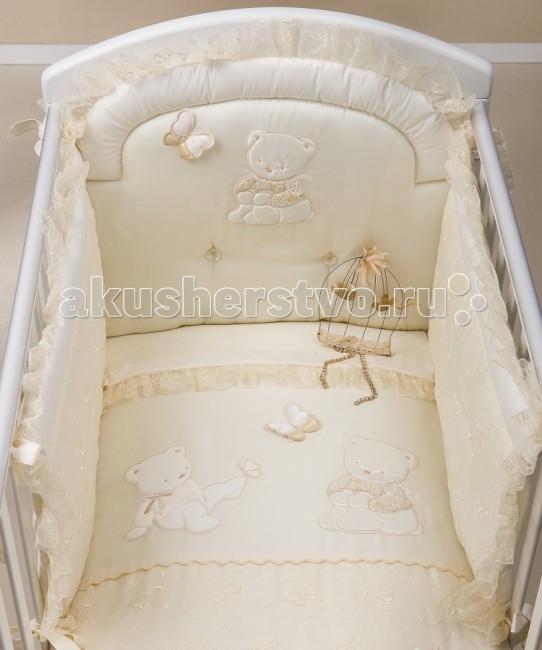 Комплект в кроватку Picci Sissi (3 предмета)Sissi (3 предмета)Комплект в кроватку Picci Sissi - постельное белье для Вашего малыша, выполнено по современным технологиям с использованием натуральных материалов, что характеризует качество продукции Picci. Постельное белье создаст уют Вашему малышу и подарят ему спокойные и приятные сны.  Основные характеристики: изысканный дизайн элитная коллекция комплект отличается высоким качеством пошива бельё полностью безопасно и гипоаллергенно благодаря устойчивым красителям, белье сохраняет насыщенность красок и безупречный вид после стирки материалы не раздражают нежное тельце ребенка, и не доставляют ему неудобств удобство и простота в использовании бампер предохраняет от ушибов о стенку кроватки качество материала обеспечивает лёгкость стирки и долговечность в комплекте одеяло-покрывало, наволочка, бампер  Материалы: состав - 100% хлопок одеяло-покрывало с синтепоновым наполнением изготовлен из материала самого высшего качества и только из натуральных тканей<br>