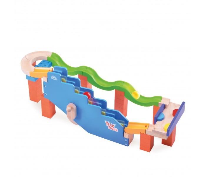 Деревянная игрушка Wonderworld динамический Trix-Track Наверх по ступенямДеревянные игрушки<br>Wonderworld Конструктор динамический Trix-Track Наверх по ступеням  Медленно поворачивайте ручку, чтобы увидеть, как шарик спускается по треку с препятствиями, и затем вновь поднимается наверх. Забава с гравитацией не закончится.  Игрушка-трек из прочной каучуковой древесины для детей от 3х лет. Конструкция легко собирается с помощью простого и надежного типа соединения.   В наборе конструктора :                                                                                 65 элементов, включая блоки опор                                                                     разноуровневые поворотные желобы трека                                                           игровые узлы для веселых кульбитов