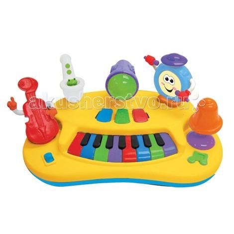 Музыкальная игрушка Kiddieland Пианино Рок-бандаПианино Рок-бандаМузыкальная игрушка Kiddieland Пианино Рок-банда - сочиняй свои собственные мелодии с помощью оркестра.  Несколько разноцветных музыкальных клавиш, три записанные заранее мелодии, рукастый контрабас, саксофон с лягушонком внутри, веселый барабан, улыбающийся колокольчик и светящийся микрофон в центре всего этого - вот и все, что нужно для полного счастья, если ребенку захотелось поиграть в Чака Берри.<br>
