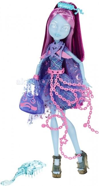 Monster High Кукла Призрачные Киёми ХонтерлиКукла Призрачные Киёми ХонтерлиКукла Monster High Призрачные Киёми Хонтерли не оставит равнодушной ни одну поклонницу Школы монстров.   Киеми Хонтерли — ученица школы Haunted High, школы призраков, которая существует параллельно школе Monster High в загадочном и таинственном мире духов.   Киеми является дочерью редкого потустороннего существа — японского призрака Ноппэра-бо (Зумбера-бо), известного как «безликий призрак». Своему прародителю Киеми обязана своей главной особенностью — ее лицо прорисовано очень специфическим образом, оно очень бледное и почти невидимое, что выглядит просто невероятно!  Особенности: Цветовая гамма Киеми — это сочетание голубого, фиолетового, лилового и розового цветов. Волосы куклы очень красивого фиолетового оттенка собраны в высокий хвост, украшенный заколкой с цветами.  Ее многослойное платье с воздушными, летящими рукавами украшено клеткой и маленькими цветами сакуры.  На шее куклы пластиковое украшение-воротник, а ее розовый пояс будто бы создан из летящих невесомых цепей.  В мотивах оформления аксессуаров куклы присутствуют маски, грустные и веселые рожицы — их можно увидеть на браслете, на туфлях, на сумочке куклы. Подставка Киеми совершенно нового вида, она полупрозрачная и похожа на переплетение цепей.  Кукла шарнирная, очень подвижная, ее волосы густые и качественно прошиты.<br>