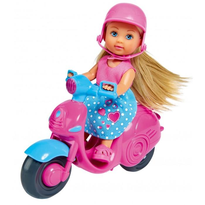 Фото - Куклы и одежда для кукол Simba Кукла Еви на скутере 12 см набор кукол simba еви с малышом на прогулке розовая коляска 12 см 5736241 2