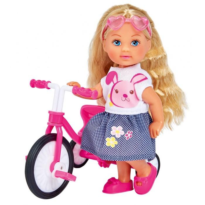 Фото - Куклы и одежда для кукол Simba Кукла Еви на трехколесном велосипеде 12 см набор кукол simba еви с малышом на прогулке розовая коляска 12 см 5736241 2