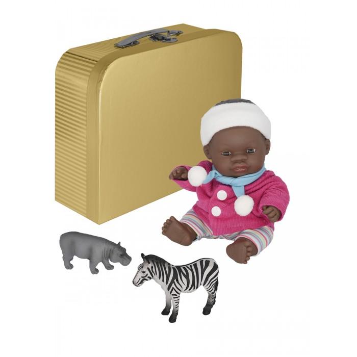 Фото - Куклы и одежда для кукол Miniland Кукла пупс Девочка африканка с двумя комплектами одежды в чемоданчике 21 см кукла paola reina елена 21 см 02101