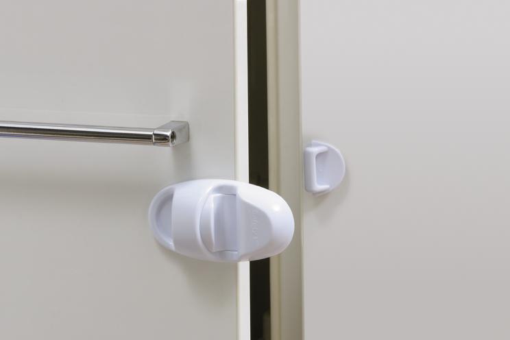 Блокирующие устройства Safety 1st Блокирующее устройство для шкафов и холодильника 39036 блокирующие устройства safety 1st фиксатор для комнатных дверей